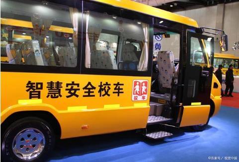 江苏兴化校车全部完成检修等待开学,对随车照管教师提出新要求!