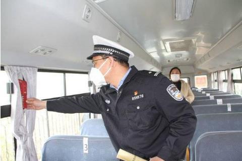 """确保学生坐上""""安全车""""和""""放心车"""" 高密市校车安全管理大练兵"""